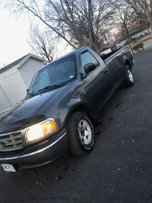 Ford f150 This one is 2003 4.5 triton Xl bed 200000 Miles for Sale in St. Louis, MO