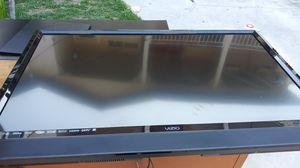 Flat screen, dresser and tv stand for Sale in Lynwood, CA