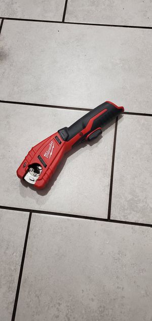 MILWAUKEE M12 VT TUBING CUTTER NEW NUEVO TOOL ONLY NO BATTERIE for Sale in Long Beach, CA