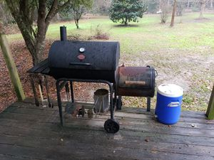 Charcoal grill for Sale in Ocean Springs, MS