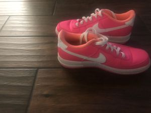 Hot pink Nike's for Sale in Ferris, TX