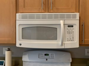 GE Spacemaker Microwave Oven for Sale in Las Vegas, NV