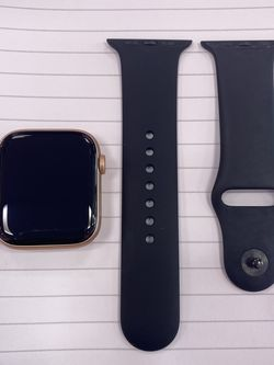 Apple Watch Series 5 / 44 MM for Sale in Fort Myers,  FL
