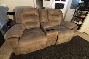 [FREE] Reclining Loveseat with Console for Sale in San Bruno, CA