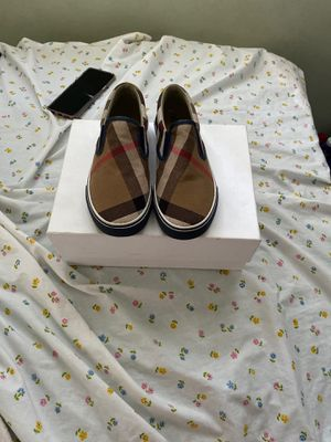 BURBERRY KIDS SHOES SIZE 33 NEW for Sale in Santa Ana, CA