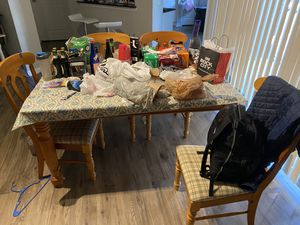 Table with 4 chairs for Sale in Tampa, FL
