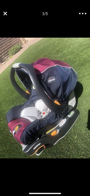 Infant Car Seat Chicco KeyFit 30. NB insert for Sale in Tucson, AZ