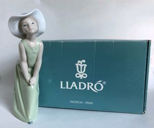 "Lladro #5009 ""Curious Girl With Straw Hat"" Figurine Mint Condition for Sale in Paramus, NJ"
