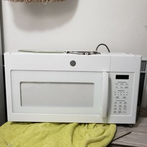Microwave, Lg White for Sale in Chicago, IL