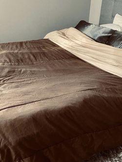 Reversible Queen Comforter Brown/Tan for Sale in Nashville,  TN