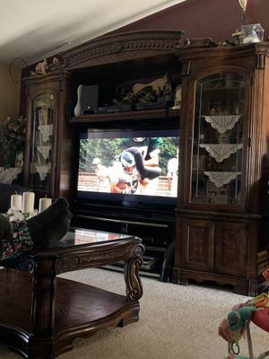 Heavy wood entertainment center & coffee table $700 obo for Sale in Bakersfield, CA