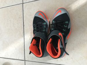 Nike Lebron Youth Sneakers size 6.5Y for Sale in Pompano Beach, FL