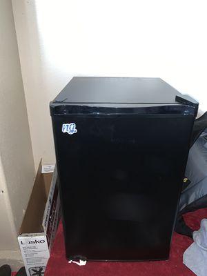Hisense compact refrigerator for Sale in Perris, CA