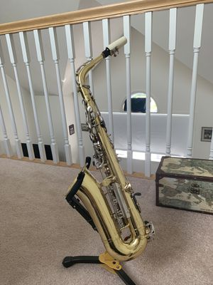 Eb Alto Saxophone by Yamaha with custom case for Sale in Pepperell, MA