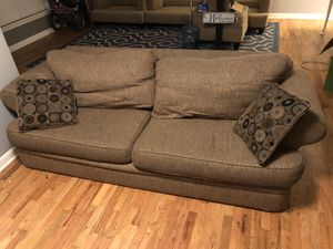 Free Couch - Sumner - Need Gone ASAP for Sale in Sumner, WA