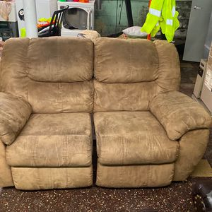 Recliner Couch for Sale in North Versailles, PA
