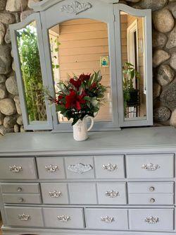 Dresser for Sale in Fontana,  CA