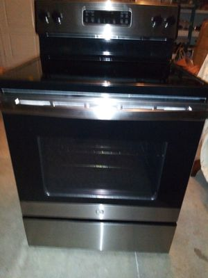"""NEW GE 30"""" 5.3 CU FT. ELECTRIC RANGE WITH SELF CLEANING OVEN IN BLACK AND STAINLESS STEEL for Sale in Port St. Lucie, FL"""