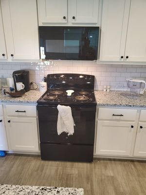 BRAND NEW GE stove and microwave for Sale in Round Rock, TX