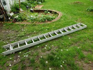 28 foot aluminum ladder for Sale in Croydon, PA