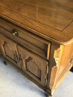 Mid Century - Beautiful Solid End Table for Sale in Santa Clarita,  CA
