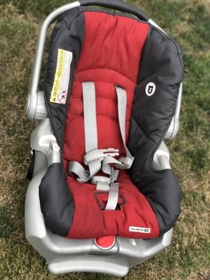 Graco car seat with base for Sale in Bellevue, WA