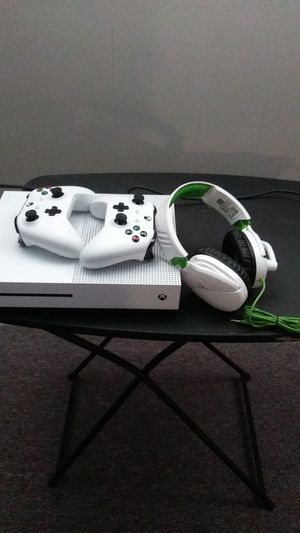 Xbox 1s . 1 terabyte for Sale in Valley View, OH