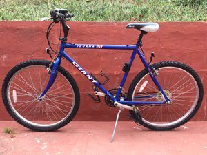 Giant Iguana mountain bike in excellent condition for Sale in Daly City, CA
