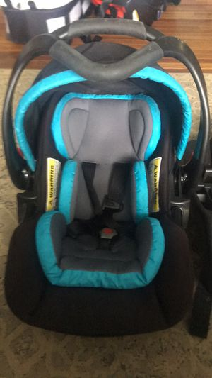 Baby Trend Snap Gear 32 Car Seat for Sale in Edinburgh, IN
