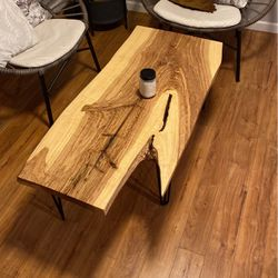 Coffee Table for Sale in Saint Charles,  MO