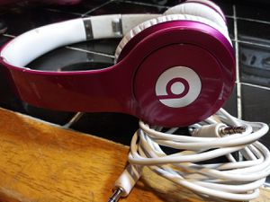 Never used beats solo headphones dr beats for Sale in San Antonio, TX