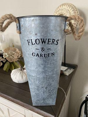 Flower vase for Sale in Gardena, CA