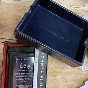 Tommy Hilfiger Leather Wallet for Sale in Brooklyn, NY