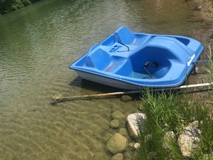 2 seater pedal boat for sale. One of the front seat has a crack on the floor. However, there is no crack underneath or anywhere else on the boat for Sale in Grand Rapids, MI