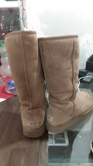 UGG Women's size 9 $100 or best offer, and rain/snow boots for women size 9 $35 or best offer for Sale in Palmer, MA
