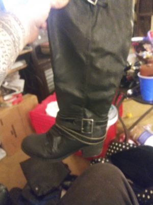 Black leather womens boots knee heigh with zippers and brass buckles for Sale in Long Beach, CA