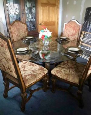 4 person glass table and chairs dining room for Sale in MIDDLE CITY WEST, PA