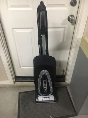 Oreck signature +2 upright vacuum beautiful condition for Sale in Goodyear, AZ
