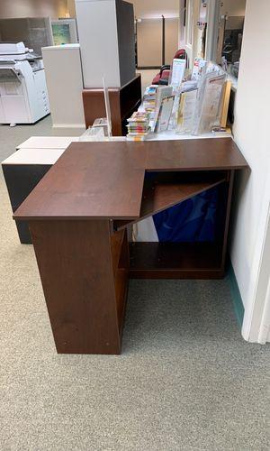 """Corner desk- 35x35"""". Great for small areas for Sale in Miami, FL"""