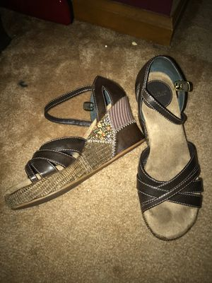 Mudd brand wedge heels. Size 6m dark brown and multi color for Sale in Baxley, GA
