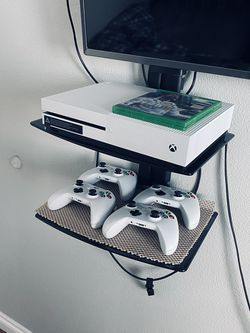 Xbox One S (4 Controllers + Fifa 18) for Sale in Gresham,  OR