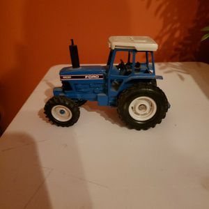 Metal Ford Tractor (ERTL) for Sale in Macedonia, OH