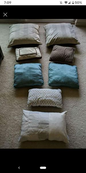 8 pillows for sofa/bed for Sale in Ashburn, VA