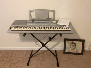 Yamaha Piano Wit stand! for Sale in Lynchburg, VA