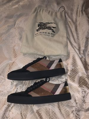 Burberry shiny shoes for Sale in Hesperia, CA
