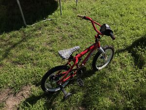 Kids bike ( with training wheels ) . Georgetown tx for Sale in Georgetown, TX