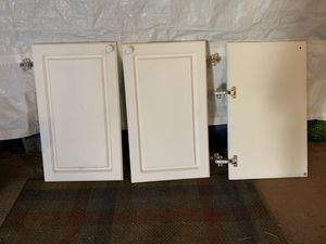 kitchen cabinet doors w hinges for Sale in Federal Way, WA