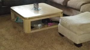 Coffee table for Sale in Wichita, KS