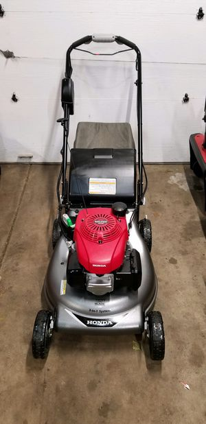 2019 Honda HRR216VLA. Used for 30 days. Lawnmower KEY START Warranty. Retail $499+Tax for Sale in Bolingbrook, IL