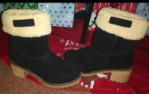 New girls size 4 boots no box for Sale in Victorville, CA